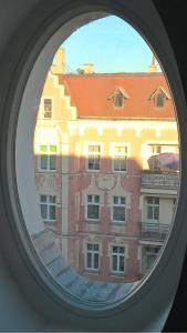 location-szczecin-studio-11-11-window