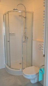 location-szczecin-studio-12-14-shower-toilets